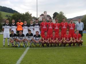 Der SV Haslach (links, weiße Trikots) holte sich beim Mode-Giesler-Cup in Welschensteinach den Turniersieg gegen den sonstigen Seriensieger SC Hofstetten (rechts, rote Trikots).
