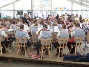 Die Musikkapelle Welschensteinach unter der Leitung von Adam Kalbfuß spielte beim Pfingstsportfest der DJK Welschensteinach zum Frühschoppenkonzert auf.