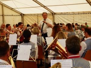 Die Musikkapelle Welschensteinach unter der Leitung von Dirigent Adam Kalbfuß spielte zum Frühschoppenkonzert beim Pfingstsportfest der DJK Welschensteinach